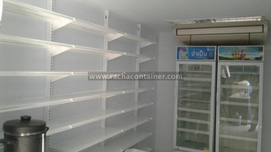- Air Condition 24000 BTU &quot;Daikin &quot; Model : FHA24BV2S/RZF24CV2S-เบอร์ 5 220 V = 2 เครื่อง<br /> - ผนังและฝ้า ภายในบุด้วยโฟมหนา 1 นิ้ว ( EPS Foam Density 0.80 IB /Ft3 ) และบุทับด้วย Smart Board หนา 6 mm.<br /> &nbsp;- พื้นปูทับด้วย Smart Board หนา 8 mm และปูทับด้วยกระเบื้องเซรามิค ขนาด 30x30cm&nbsp; ตารางเมตรไม่เกิน 150 บาท<br /> - ประตูกระจกบานเลื่อน อัตโนมัติ กรอบอลูมิเนียมสีดำ หนา 1.2 mm. กระจกใส ขนาด 120 x 200 cm. หนา 6 mm.= 1 ชุด<br /> - กระจกใสบานฟิกและกรอบอลูมิเนียมสีดำ ขนาด 340 x 200 cm. = 2 ชุด<br /> - โคมไฟแบบฝังฝ้า &quot; Philips &quot; Model : TBS087 2x36 w ( 30x120 cm ) = 6 โคม<br /> Essential LEDtube 1200mm &quot; Philips &quot; Lamp<br /> - Loard Center &quot; SquareD &quot; 12 chanal With Main 45 A = 1 ชุด<br /> - MCCB 1x25 A &quot; Square D &quot; = 2 ตัว<br /> - MCCB 1x16 A &quot; Square D &quot; = 8 ตัว<br /> - Duplex Receptacle 2P+E &quot;Panasonic &quot; ภายใน = 9 ชุด<br /> - Duplex Receptacle 2P+E &quot;Panasonic &quot; กันน้ำ ภายนอก = 1 ชุด<br /> - Power Plug 3P+N+E กันน้ำ 63 A ( ตัวผู้และตัวเมีย) จำนวน 1 ชุด<br /> - พัดลมดูดอากาศ ขนาด 6 &quot; &quot; Panasonic &quot; = 1 ตัว<br /> - MCCB 1x20 A &quot; Square D &quot; = 1 ตัว<br /> - Switch 1 Way &quot;Panasonic&quot; = 2 ตัว<br /> - มิตเตอร์ไฟ 3 เฟส 380v ขนาด30A/100A Mitsubishi &quot; MH-96 &quot; จำนวน 1 ตัว<br /> - ท่อน่ำดี พร้อมวาล์วและมิตเตอร์ จำนวน 1 จุด<br /> &nbsp;- ทำสีภายในและภายนอกสีภายในสีขาว สีภายนอกสี TOA GLIPTION G568<br /> - ติดตั้งชั้นเหล็ก สำหรับวางของ ขนาด กว้าง 25 cm. ยาว 90 cm. หนา 0.4 mm.จำนวน 109 ชุด<br /> &nbsp;